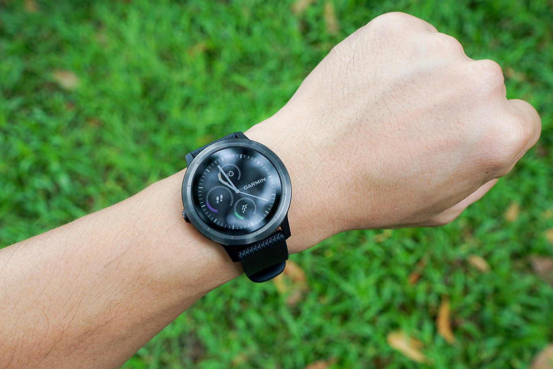 smartwatch activity tracker